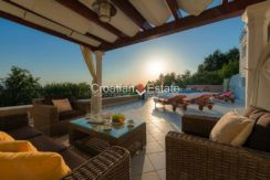 luxurious-omiš-real-estate-for-sale005