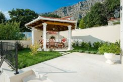 luxurious-omiš-real-estate-for-sale010