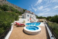 luxurious-omiš-real-estate-for-sale012