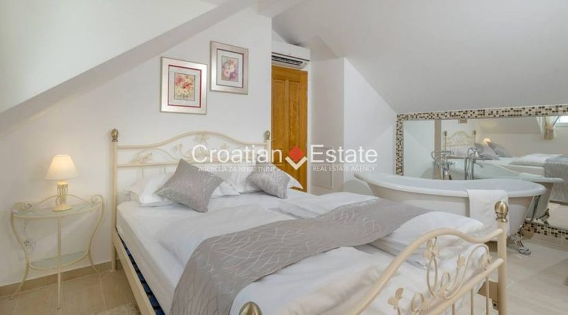 luxurious-omiš-real-estate-for-sale014