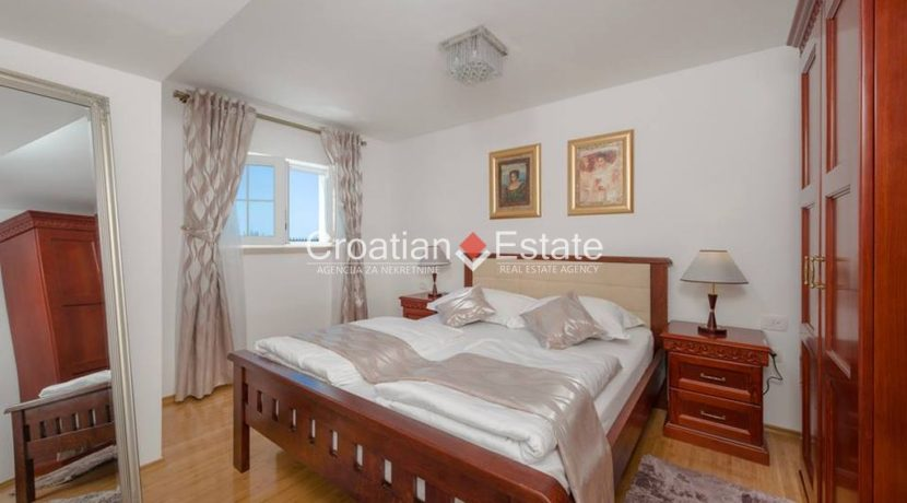 luxurious-omiš-real-estate-for-sale015