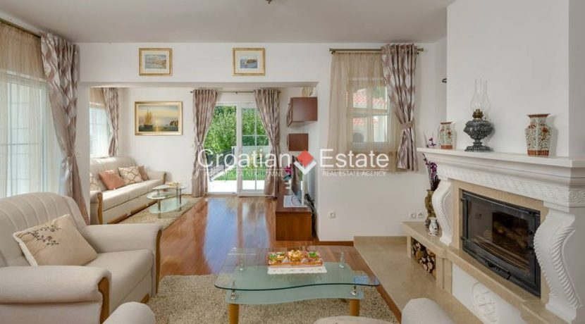 luxurious-omiš-real-estate-for-sale025