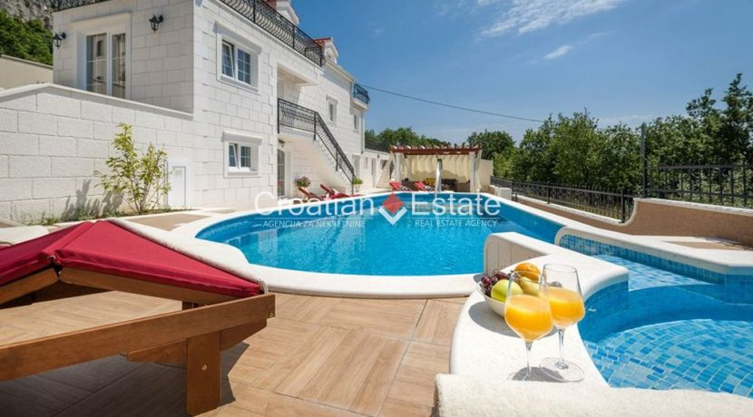 luxurious-omiš-real-estate-for-sale027