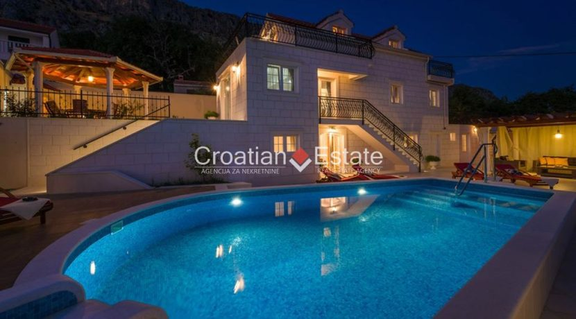 luxurious-omiš-real-estate-for-sale029