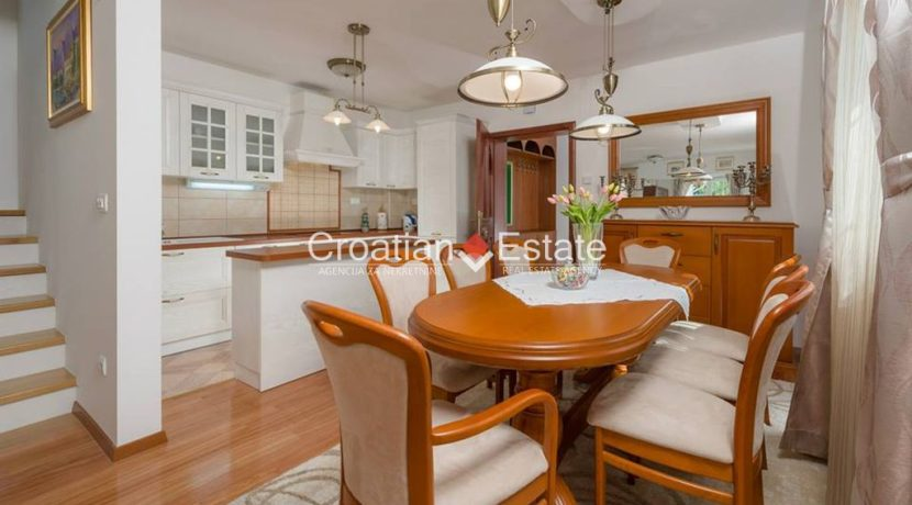 luxurious-omiš-real-estate-for-sale030