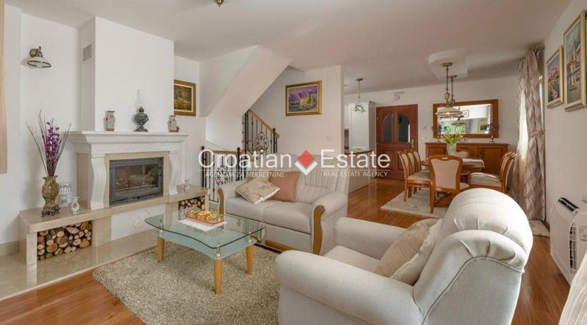 luxurious-omiš-real-estate-for-sale033