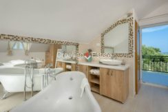 luxurious-omiš-real-estate-for-sale036