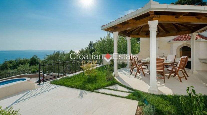 luxurious-omiš-real-estate-for-sale037