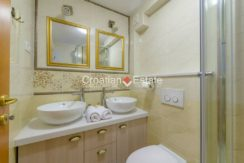 luxurious-omiš-real-estate-for-sale039