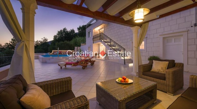 luxurious-omiš-real-estate-for-sale040