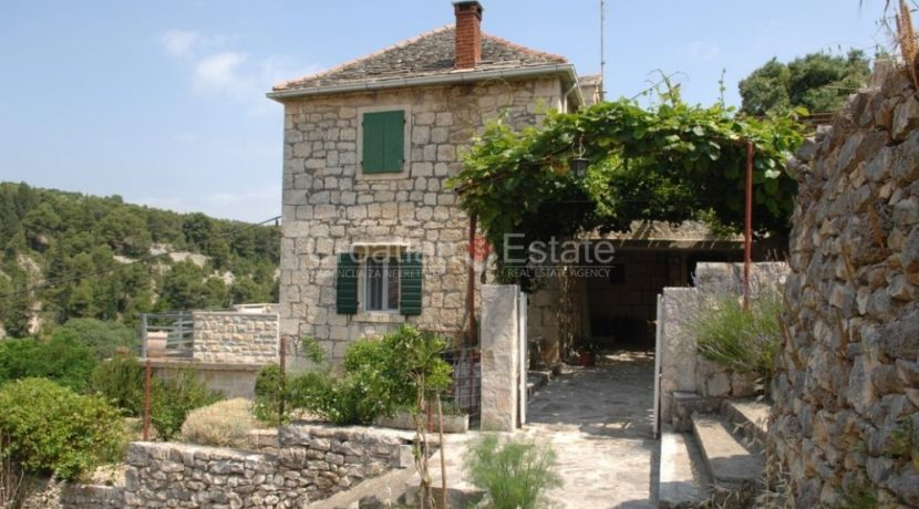 stone house for sale brac (14)