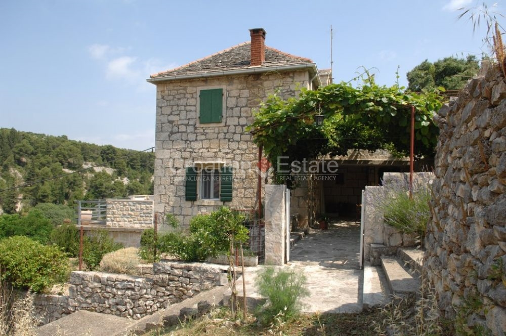 Island Brac, renovated stone house for sale