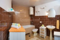 stone house for sale brac (3)