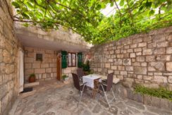 stone house for sale brac (5)