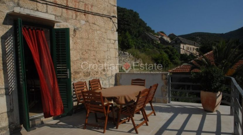 stone house for sale brac (8)