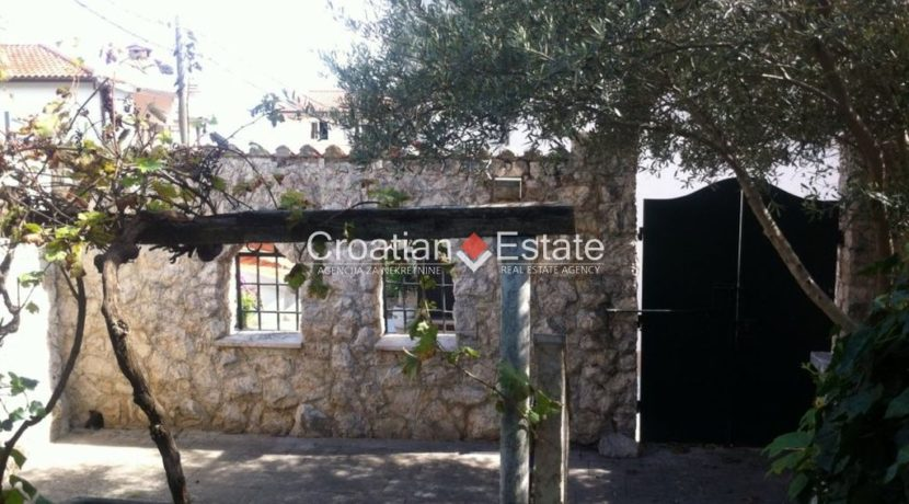 APARTMENT-for-sale-strozanac008