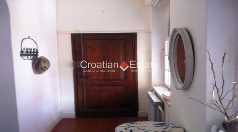 APARTMENT-for-sale-strozanac013