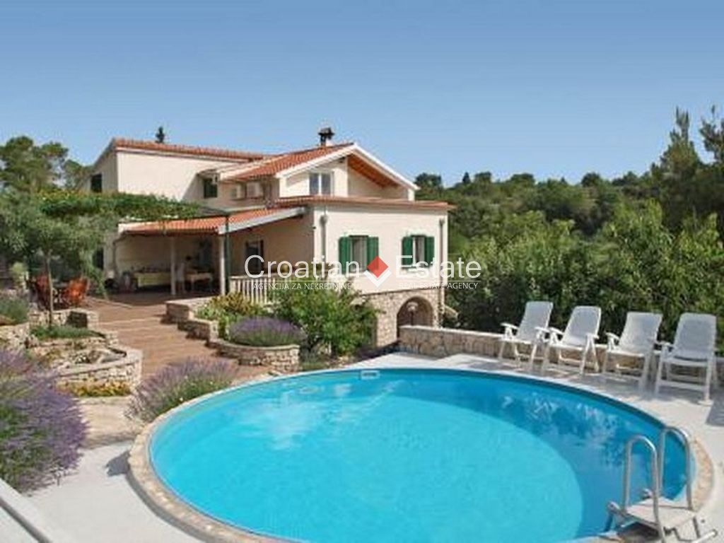 Zaton, villa with pool in a lovely peaceful location for sale
