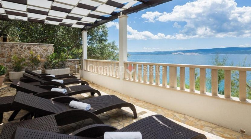 apartment villa for sale seafront beach direct for sale Omis (10)