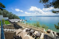 apartment villa for sale seafront beach direct for sale Omis (11)