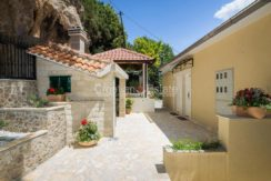 apartment villa for sale seafront beach direct for sale Omis (12)