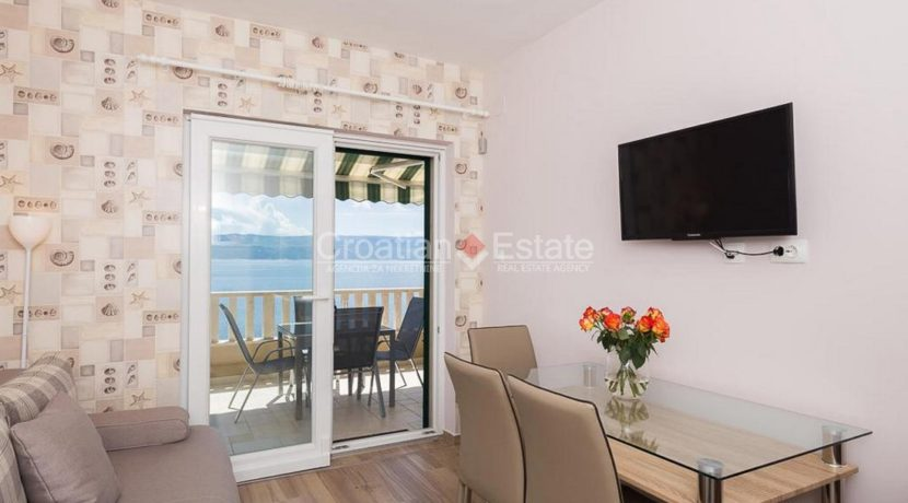 apartment villa for sale seafront beach direct for sale Omis (14)
