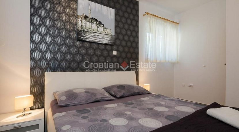 apartment villa for sale seafront beach direct for sale Omis (15)