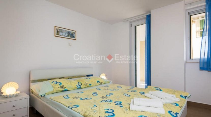 apartment villa for sale seafront beach direct for sale Omis (21)