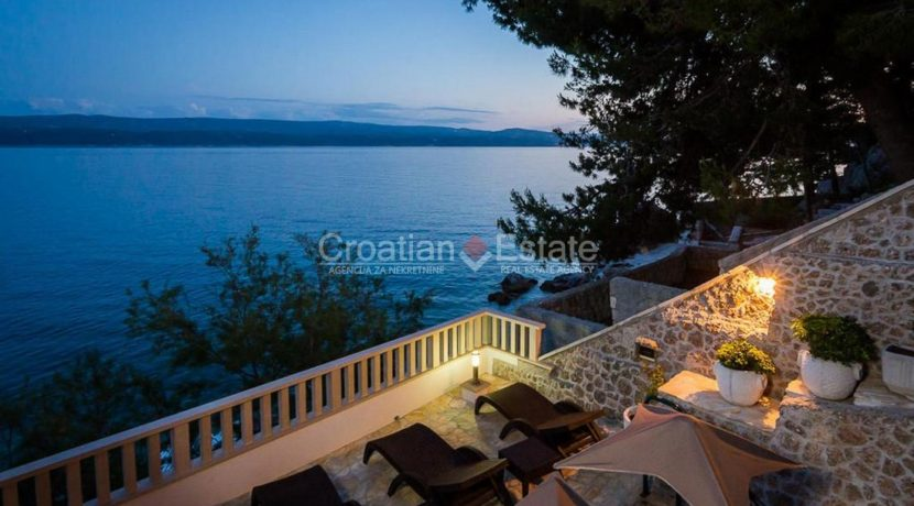 apartment villa for sale seafront beach direct for sale Omis (4)