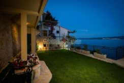 apartment villa for sale seafront beach direct for sale Omis (5)