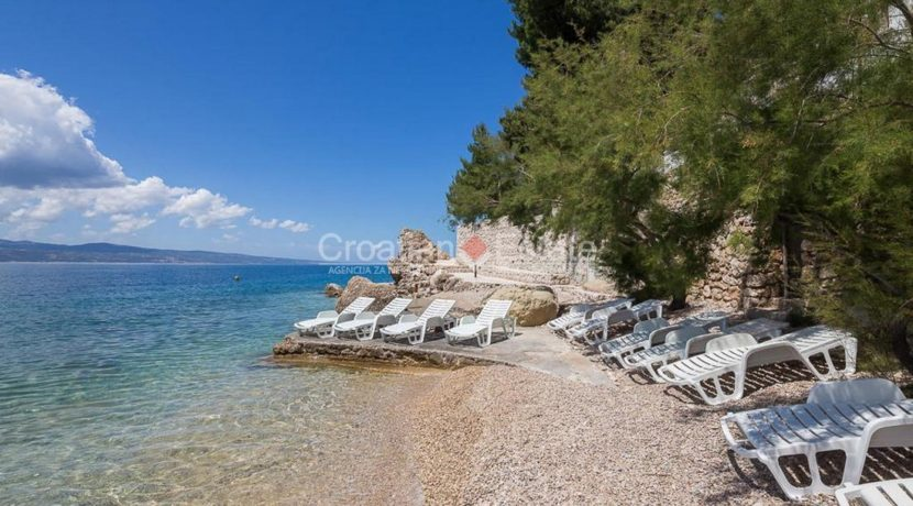 apartment villa for sale seafront beach direct for sale Omis (8)
