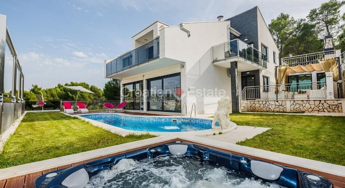 Island Ciovo, modern newly built villa with pool for sale