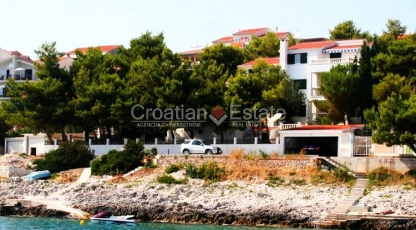 Ciovo Trogir villa for sale seafront sea direct pool (1)