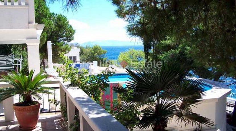 Ciovo Trogir villa for sale seafront sea direct pool (10)