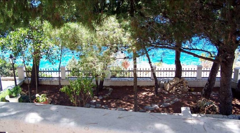 Ciovo Trogir villa for sale seafront sea direct pool (16)