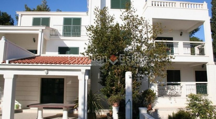 Ciovo Trogir villa for sale seafront sea direct pool (18)
