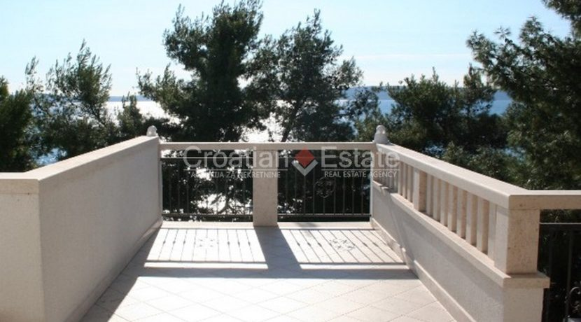 Ciovo Trogir villa for sale seafront sea direct pool (5)