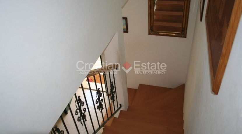 Ciovo Trogir villa for sale seafront sea direct pool (6)