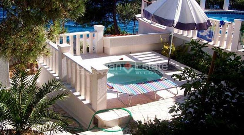 Ciovo Trogir villa for sale seafront sea direct pool (9)