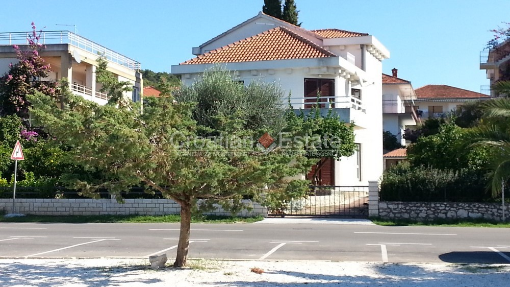 Island Čiovo, seafront house with appartments for sale