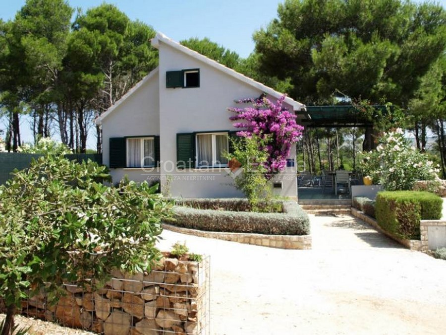 Island Brac, charming house in the bay for sale