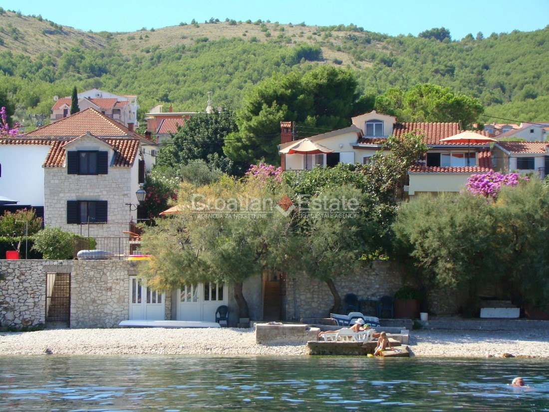 Island Čiovo, beachfront house with apartments for sale