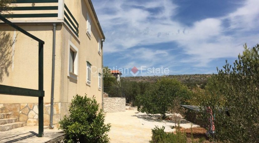 island brac croatian.estate house pool sale buy (2)