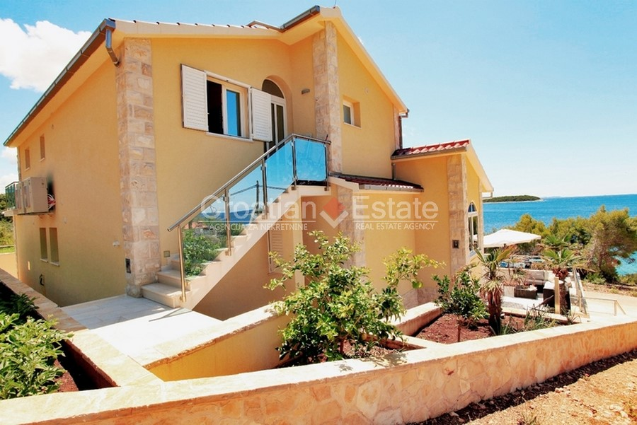 Island Korcula, luxury villa near the sea for sale