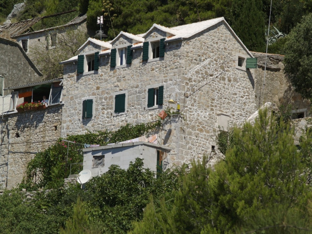 Island Brač, completely renovated stone house for sale
