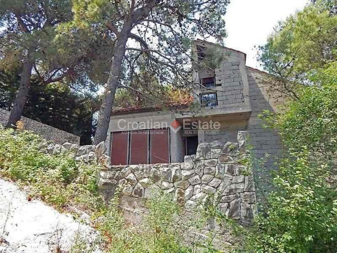 Island Ciovo, seafront house for sale – renovation needed