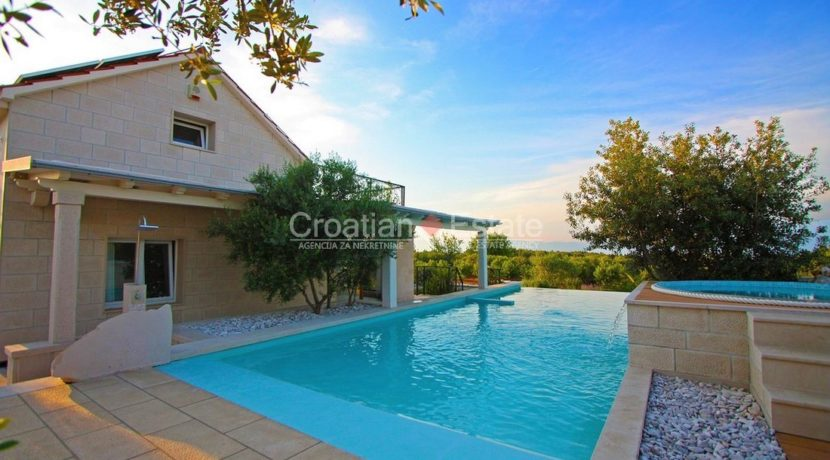 villa brac pool new big plot for sale (10)