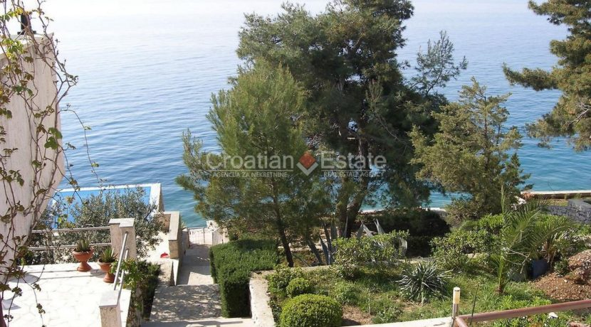 villa seafront ciovo trogir pool direct sea croatian (5)