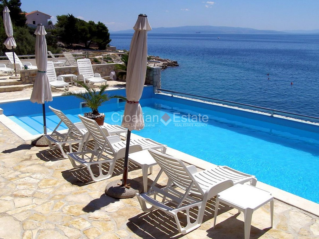 Island Čiovo, seafront villa with pool for sale