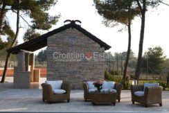 villa with big plot tennis pool privacy brac croatia (19)